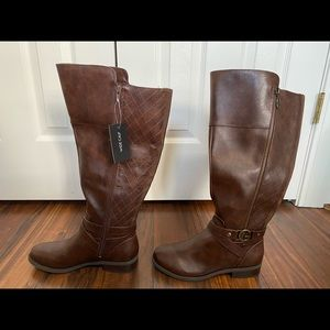 NWT Guess brown boots.